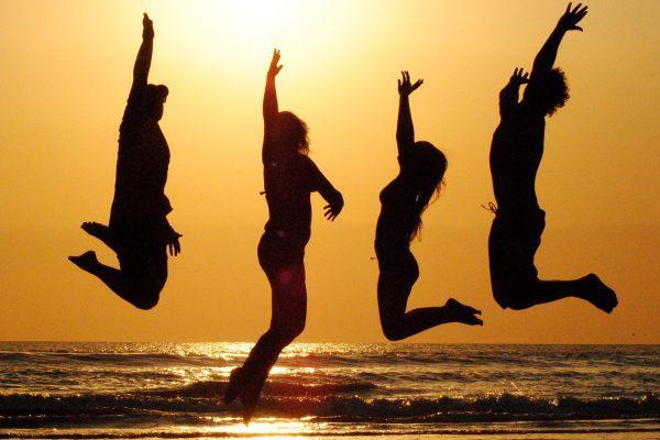 Warum wir alle viel zu ernsthaft sind und wie Du wieder mehr Freude, Leichtigkeit und Spaß in Dein Leben einladen kannst.